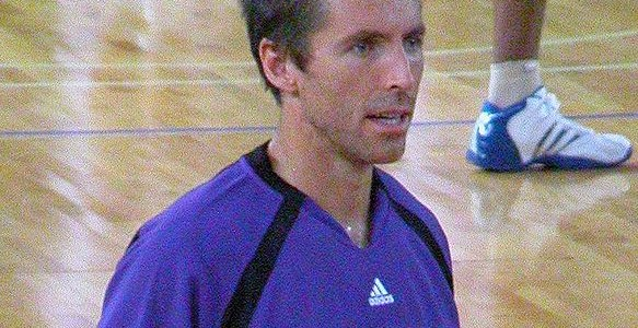 A rich fat guy who represents himself as Steve Nash on basketball courts around Los Angeles is ruining Nash's reputation for great ball-handling and passing skills. Jerome Willis, a phenom […]
